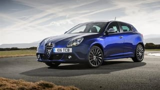 Alfa Romeo Giulietta in blue side on.