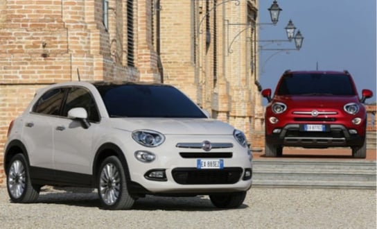 White Fiat 500X driving in the snow