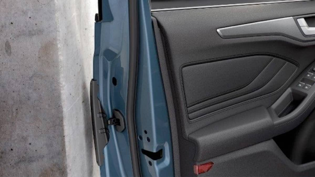 Ford Focus door protection demonstration