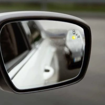 Ford's Lanekeep assist display on the driver's wingmirror