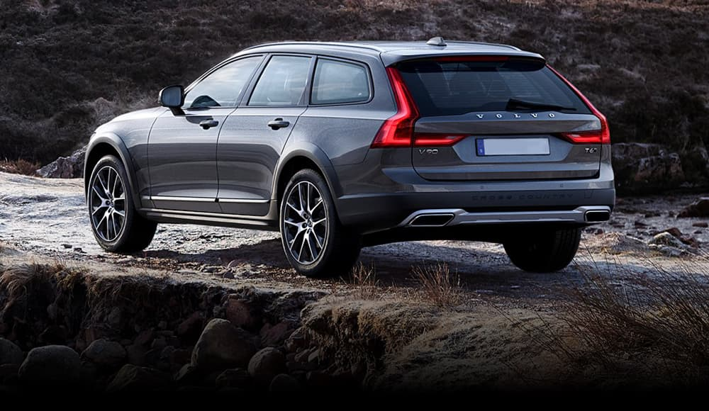 Volvo V90 Cross Country on offroad track